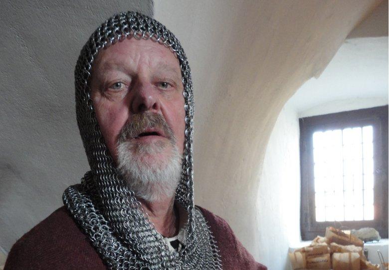 Wandel door kasteel Doorwerth met ridder Hendrik van Doorenweerd