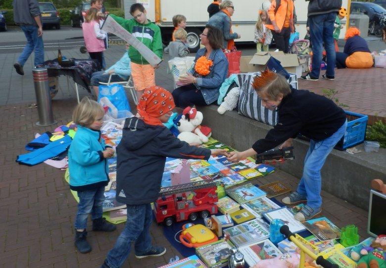 Koninklijke Kinderkleedjesmarkt op winkelcentrum 't Fort