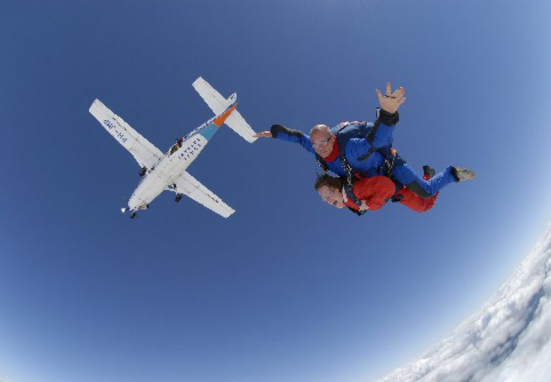 Parachutespringen en genieten van het uitzicht