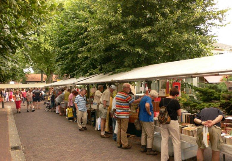 Derde zondag opruimingsboekenmarkt in Bredevoort