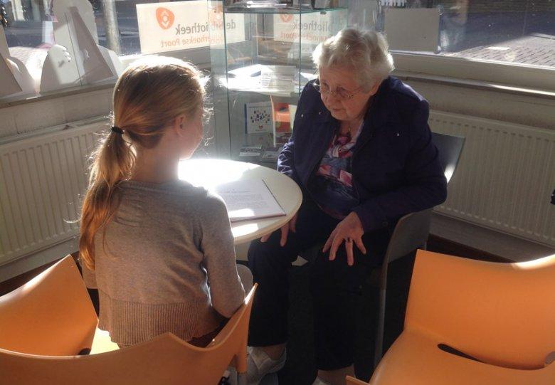 Voorleesmaatjes: kinderen lezen ouderen voor