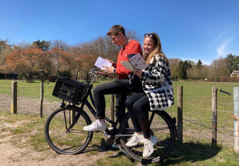 Singer Laren fiets puzzeltocht