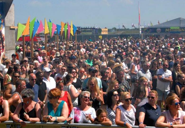 Julianapop livestream festival