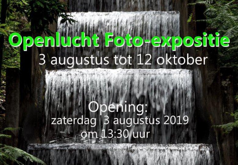 Fotoclub exposeert in tuin Villa Ruimzicht.